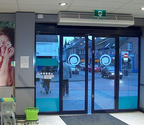 CITY comfort air curtain above entrance of supermarket