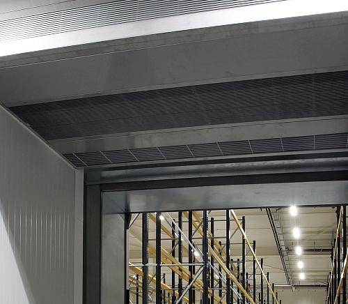 MAT Hybrid freezer warehouse air curtain between the cooling and freezing stores